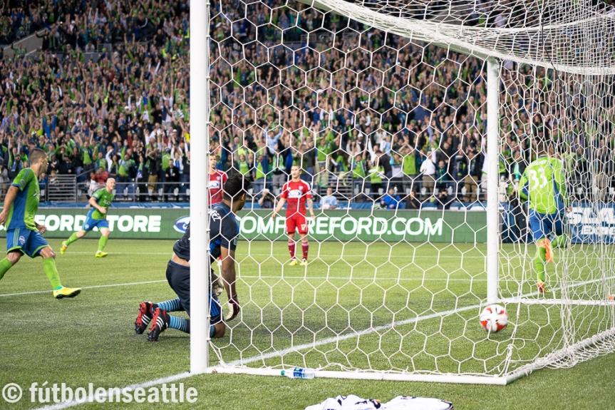 Kenny COOPER anota el gol de la victoria de los Sounders FC 2-1 sobre FC Dallas en el CenturyLink Field   Foto: Justo HERNÁNDEZ